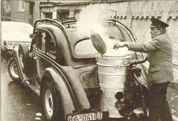 煤气站_一览烧柴火的老式汽车【图】- 惠州汽车网